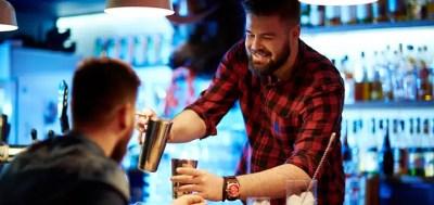 barman y cliente