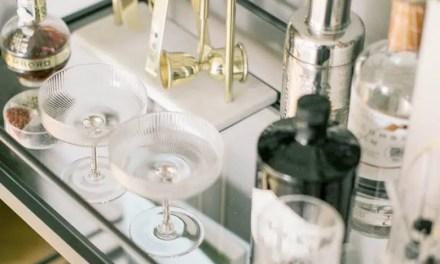 La ginebra: ¿Cómo se elabora y qué ingredientes intervienen en el proceso?