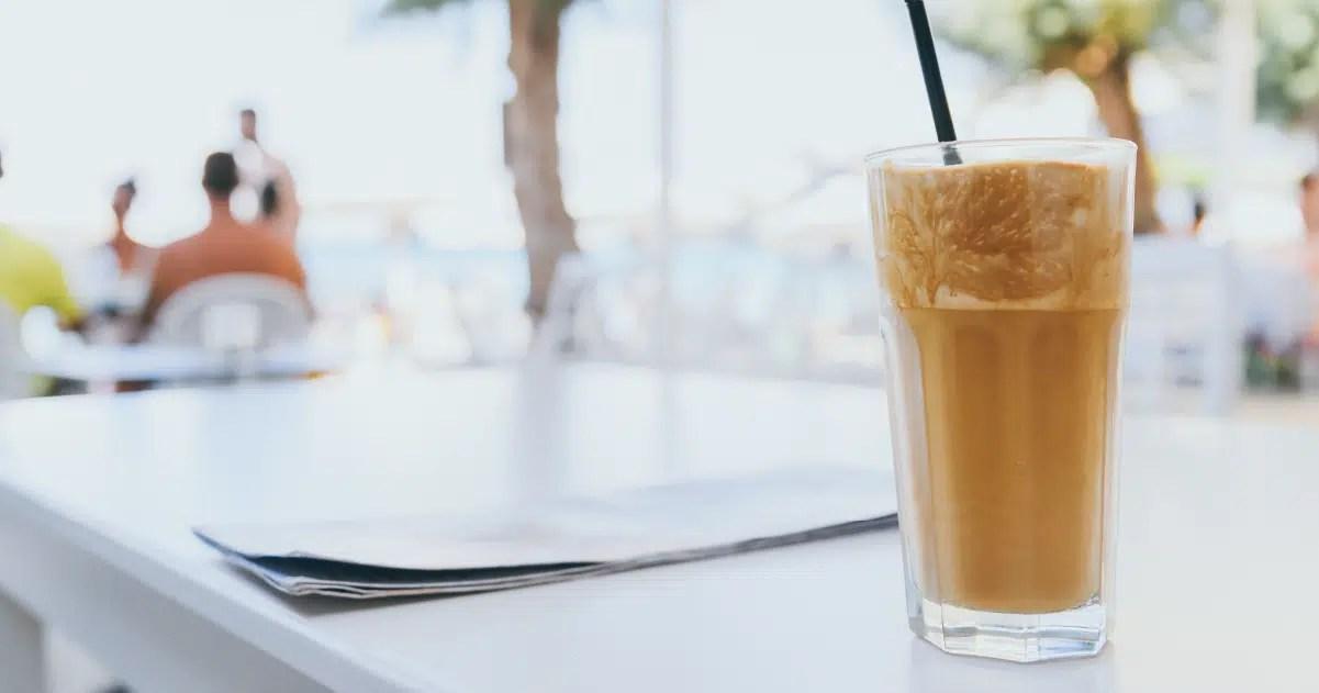 Día del Frappé: «Mezclas con café o espresso y cubiertas con nata montada»