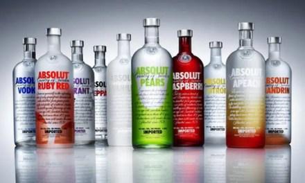 Día del Vodka para realzar el estilo versátil en vasos de chupito