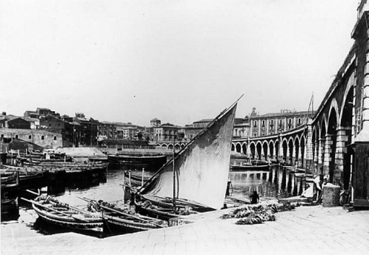 catania-archi-della-marina-porto_lidea