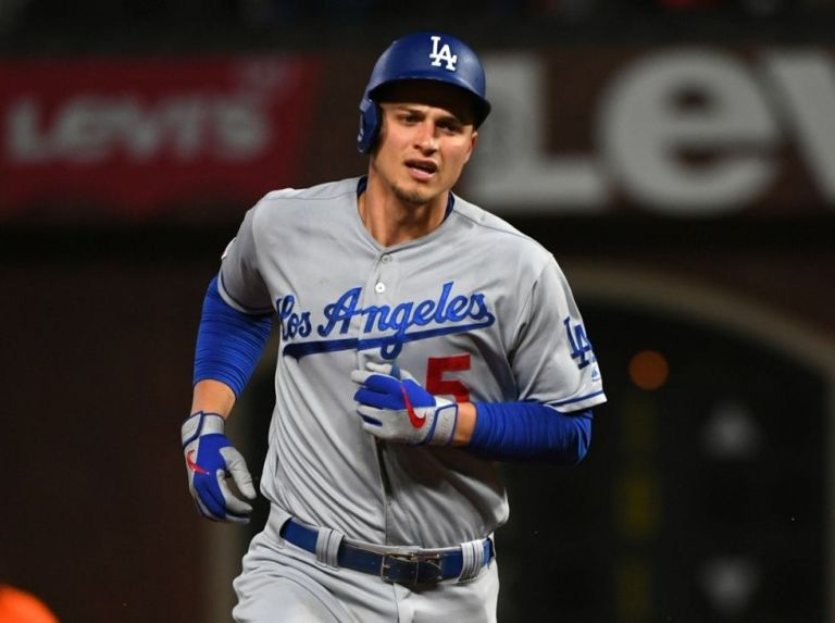 Dodgers reach 100 wins behind Seager