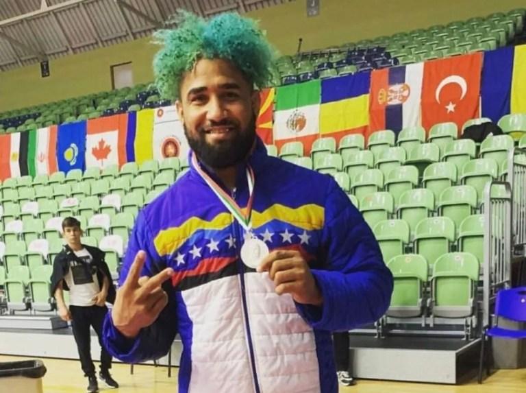 Luillys Pérez got money in Bulgaria