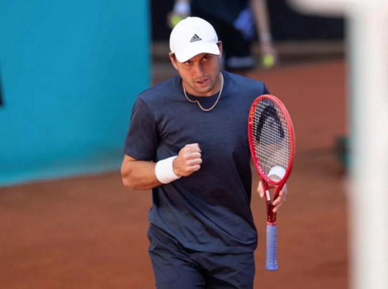 Aslan Karatsev da la sorpresa y fulmina a Medvedev