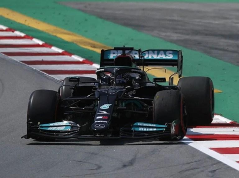Mercedes dominó las sesiones libres en España