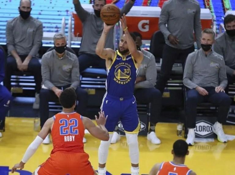 Curry encendido lideró victoria frente a OKC