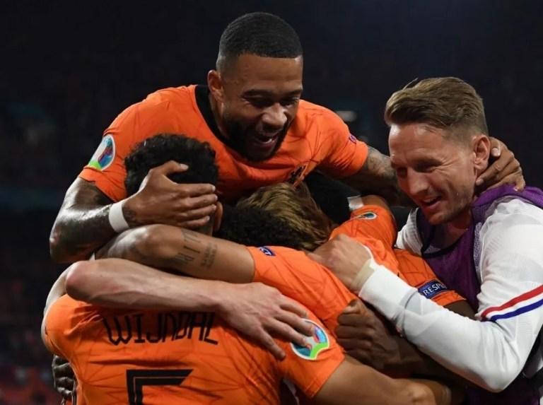 Países Bajos se apuntó a los octavos de la Eurocopa