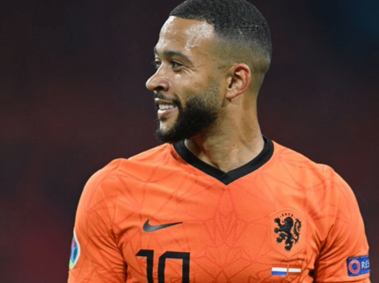 Barcelona makes the signing of Memphis Depay official
