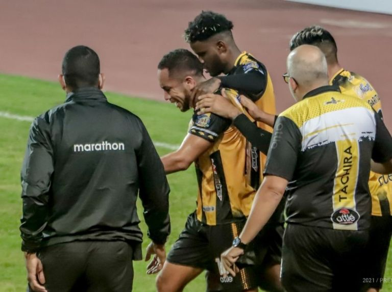 Táchira triumphs again and seals the first place of the western group