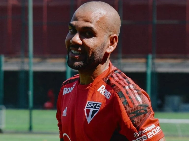 Dani Alves no seguirá en Sao Paulo por diferencias económicas