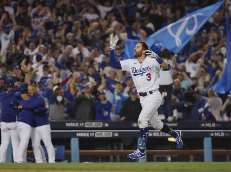 Dodgers se mantiene vivos a punta de cuadrangulares