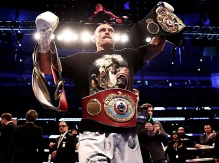 Left hook   Usyk escorts «Canelo» in the 10 of The Ring