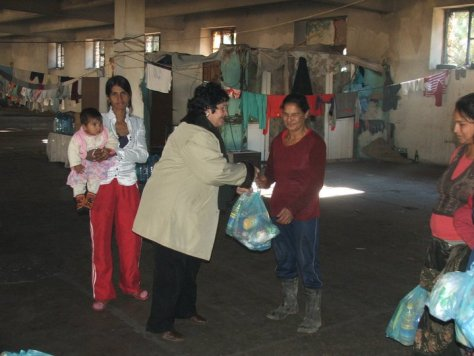 Food distribution in Sarande 2