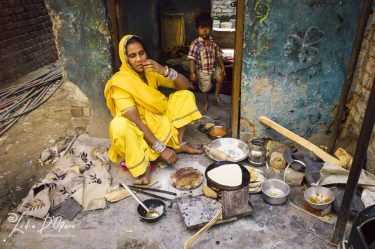 New Delhi Slum-M91019688