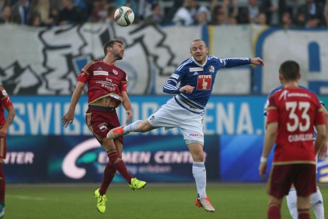 Philipp Muntwiler (FC Vaduz) gegen Marco Schneuwly (R, FCL). (Marc Schumacher/EQ Images)
