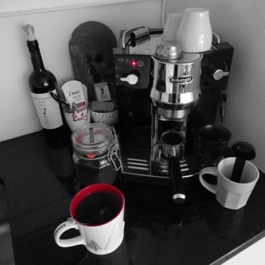 Findest du den Fehler im Bild? Heute trinke ich glaub lieber einen heissen Tee und lass die Kaffeemaschine bis zum Mittags Espresso ruhen.