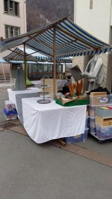 Morgen früh auf demAm frühen Morgen auf dem Marktplatz. So viele Kisten...