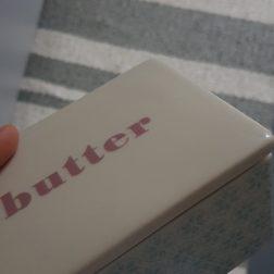 Hach, ich liebe Butter auf dem Knäckebrot. Guten Morgen Welt!