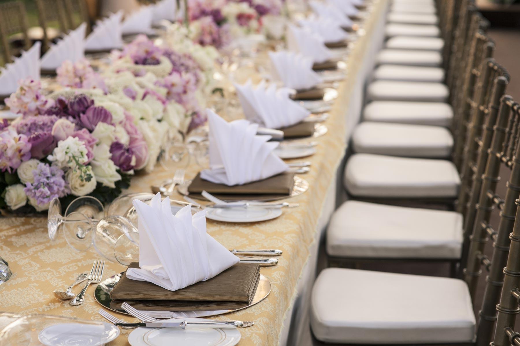 Beispiele fr Tischdekoration auf langen Tafeln bei der