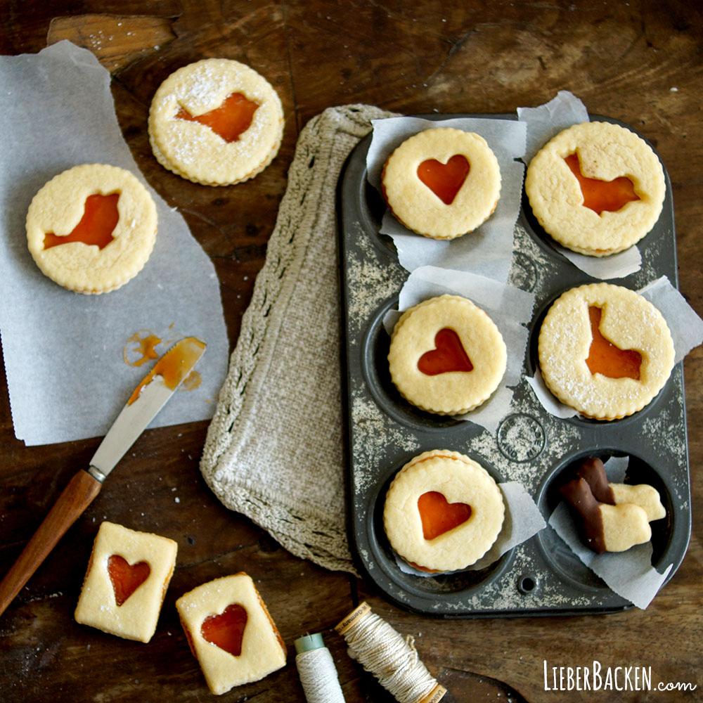 Linzer Kekse mit Hagebutten-Marmelade
