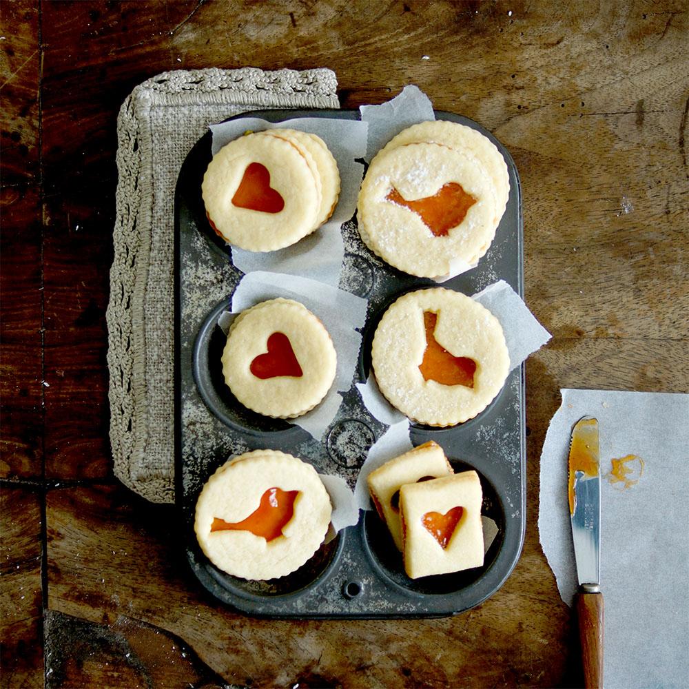 Rotkehlchen Linzer mit Hagebutten-Marmelade