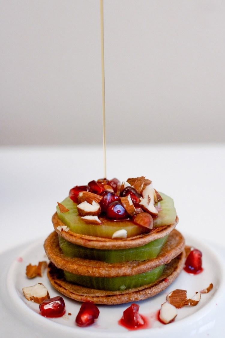 Glutenfreie Blinis mit frischen Früchten_-2