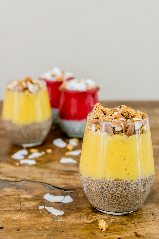 Chia-Pudding: Himbeer-Kokos und Mango-Banane