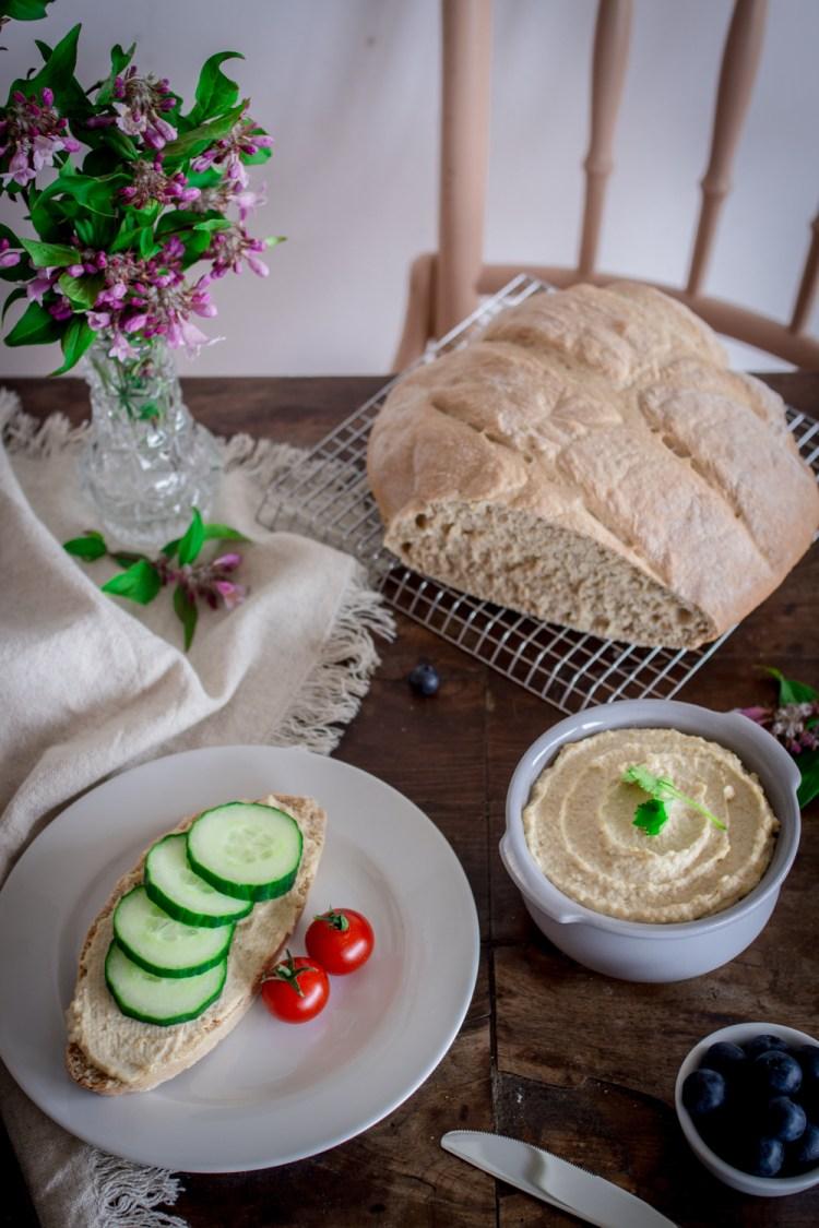 Dinkelbrot mit Hummus-8