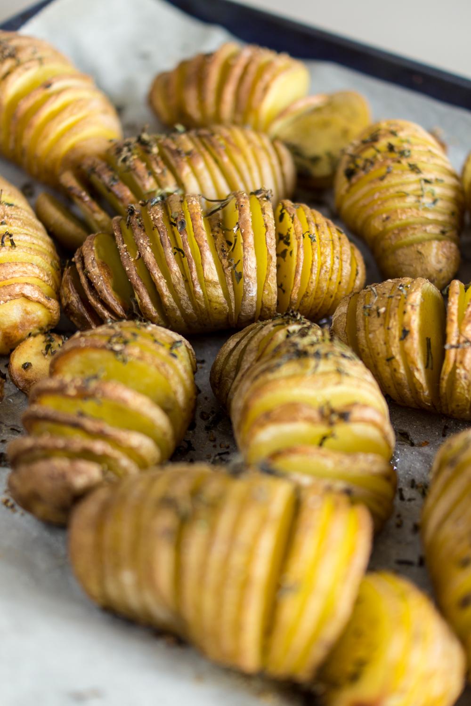 Einfache Grillbeilage - Ofenkartoffeln mit Kräutern