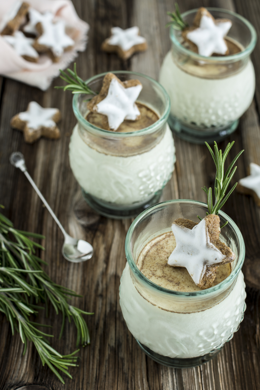 Weihnachtliches Dessert im Glas: Spekulatius-Panna Cotta