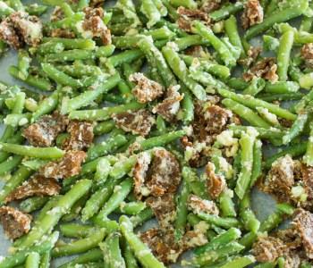 Mediterrane Buschbohnen aus dem Ofen mit Parmesan und getrockneten Tomaten | Leckeres vegetarisches Rezept