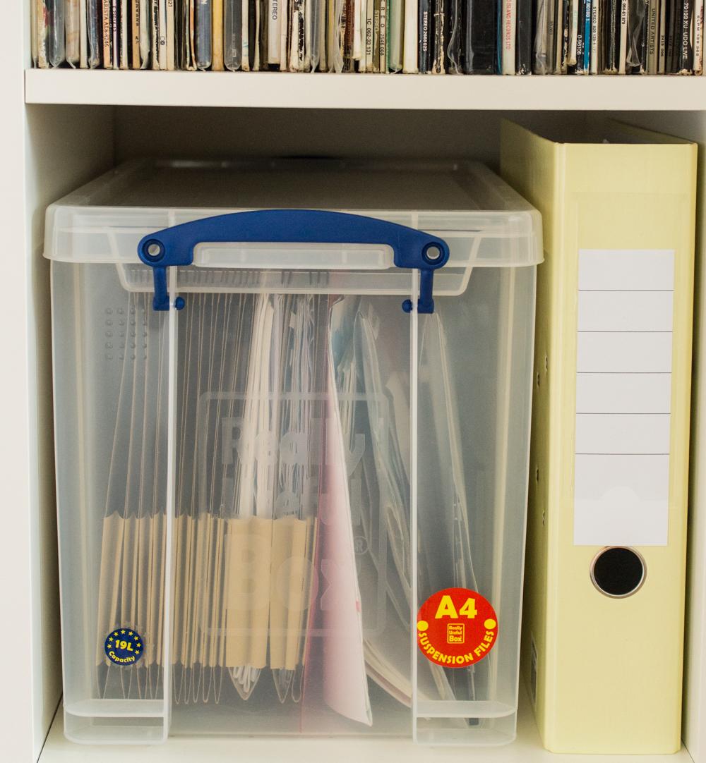 Kinderzeichnungen aufbewahren mit System | stapelbar, praktisch, geschützt vor Staub