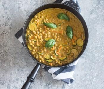 Kichererbsen-Curry mit Erdnuss-Sauce: 20 Minuten Gericht! Einfaches Rezept!