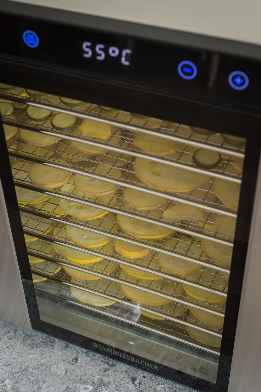 Zucchini im Dörrgerät trocknen: Zucchini haltbar machen