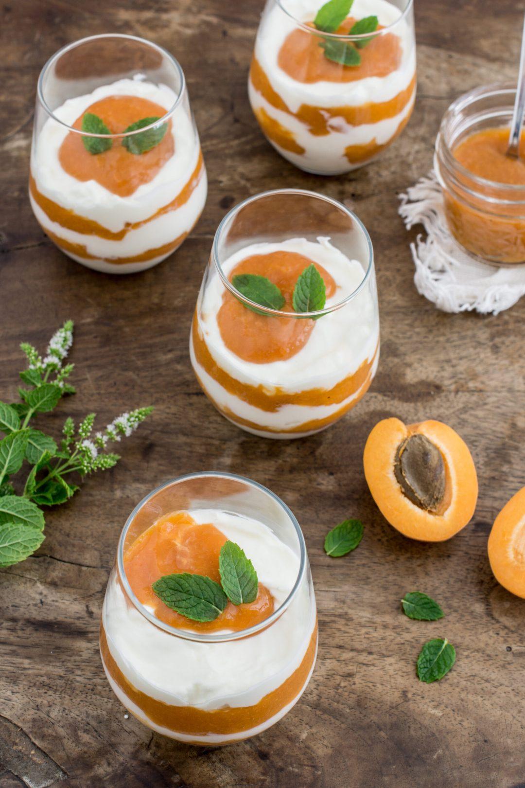 Sommerliches Dessert im Glas: Mascarponecreme mit Marillenmus