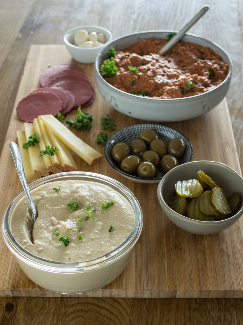 Dip-Platte mit Hummus und Muhammara