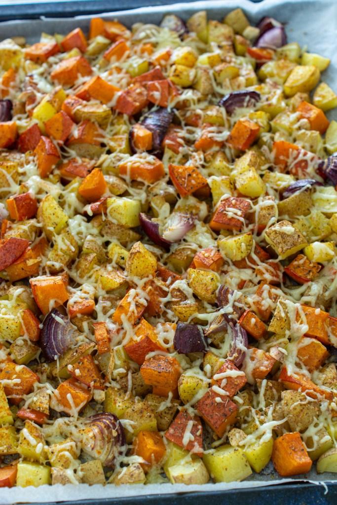 Schnelles Ofengericht mit Kürbis und Kartoffeln