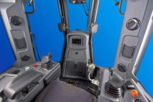 A brand new feature in the 70 tonnes category is the intuitive control interface housed in the new PR776 operator's cab.