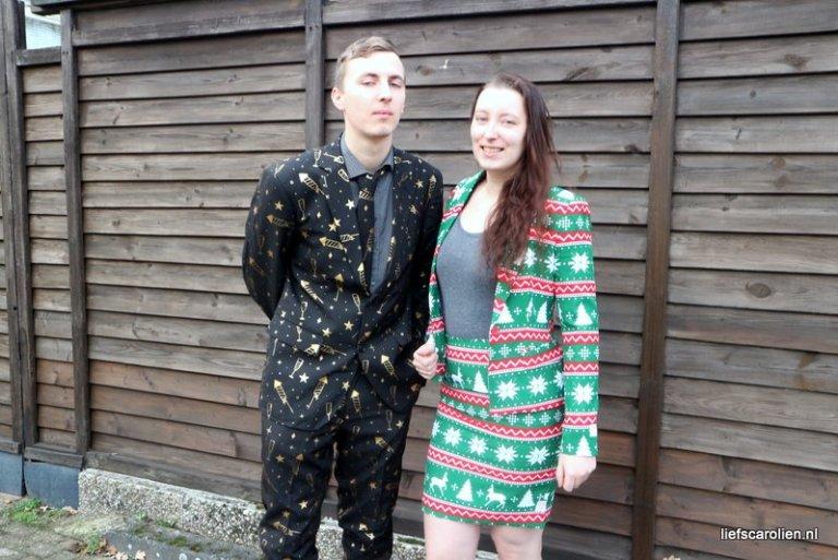 Kerstoutfit, opposuits, festive girl, fancy fireworks,