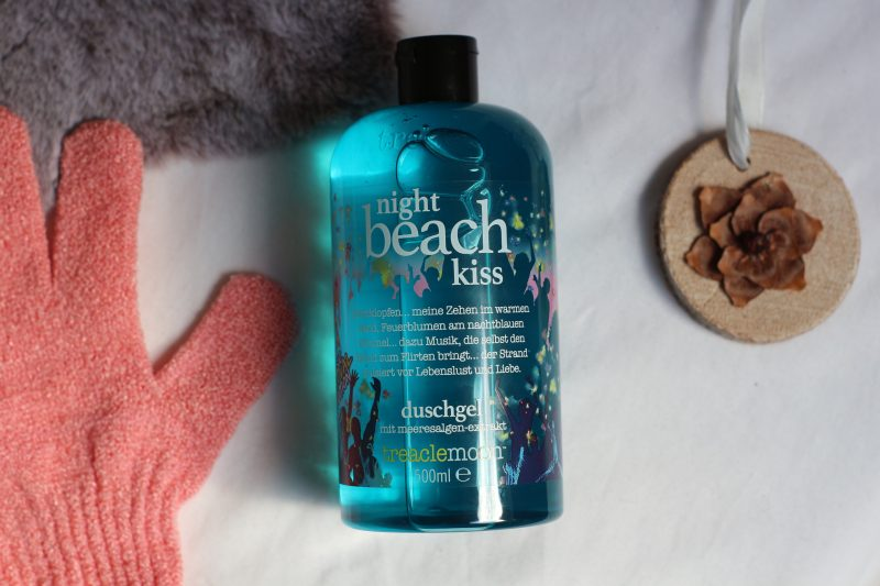 trealemoon night beach kiss