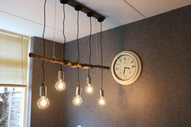 lamp van een tak