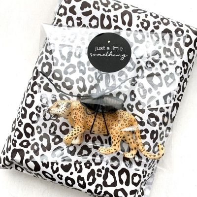 inpakpapier zwart wit panter
