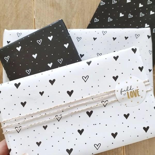 Inpakpapier hartjes wit zwart
