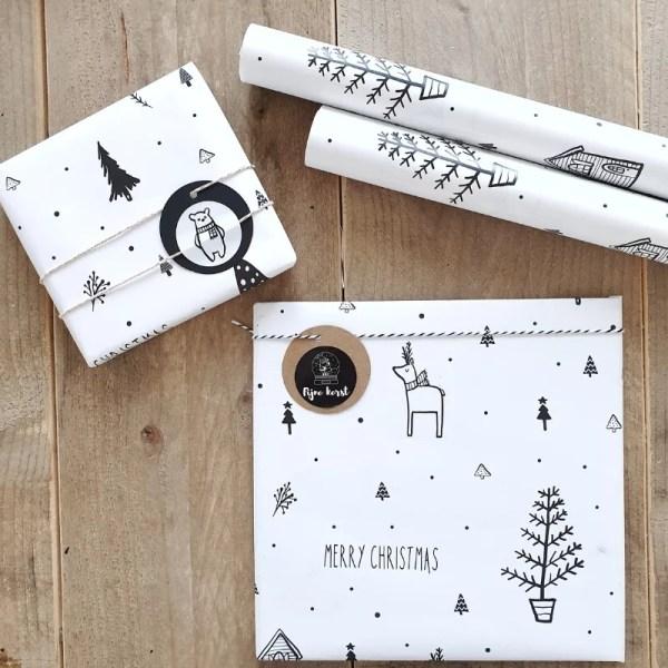Hip kerstpapier inpakken