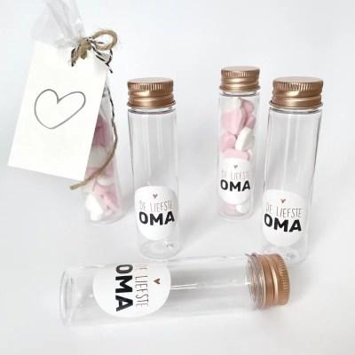 cadeautje flesje met snoepjes voor oma