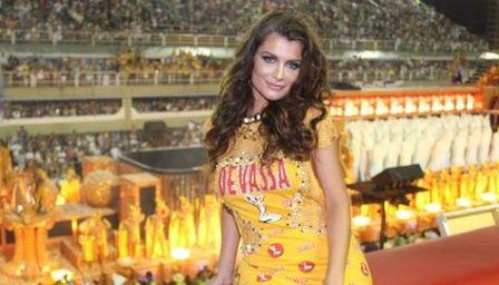 Alinne-Moraes-musa-camarote-Devassa_ACRIMA20130211_0030_15