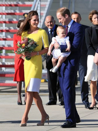"""Kate Middleton usa vestido amarelo e declara """"William disse que pareço uma banana"""""""