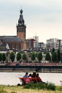 Vanaf eiland Voor-Lent kijk je prachtig uit over Nijmegen
