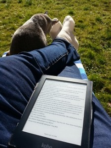 buiten,tuin,Petter,e-reader,lezen