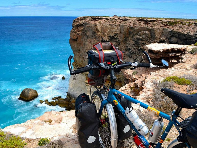 the-bunda-cliffs-on-the-nullarbor-coast-had-some-of-the-most-beautiful-scenery-i-have-seen-in-my-life-it-was-windy-but-still-the-perfect-place-to-take-a-break